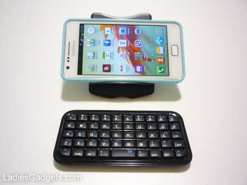Hands on Review Mini Bluetooth 30 Keyboard is Great for Smartphones 2 (2)