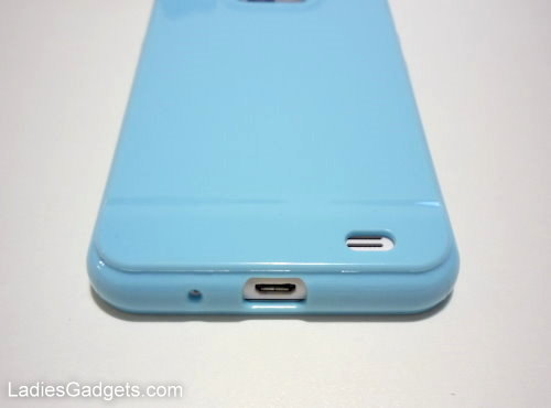Hands on Review Sky Blue Gel Skin Case (8)