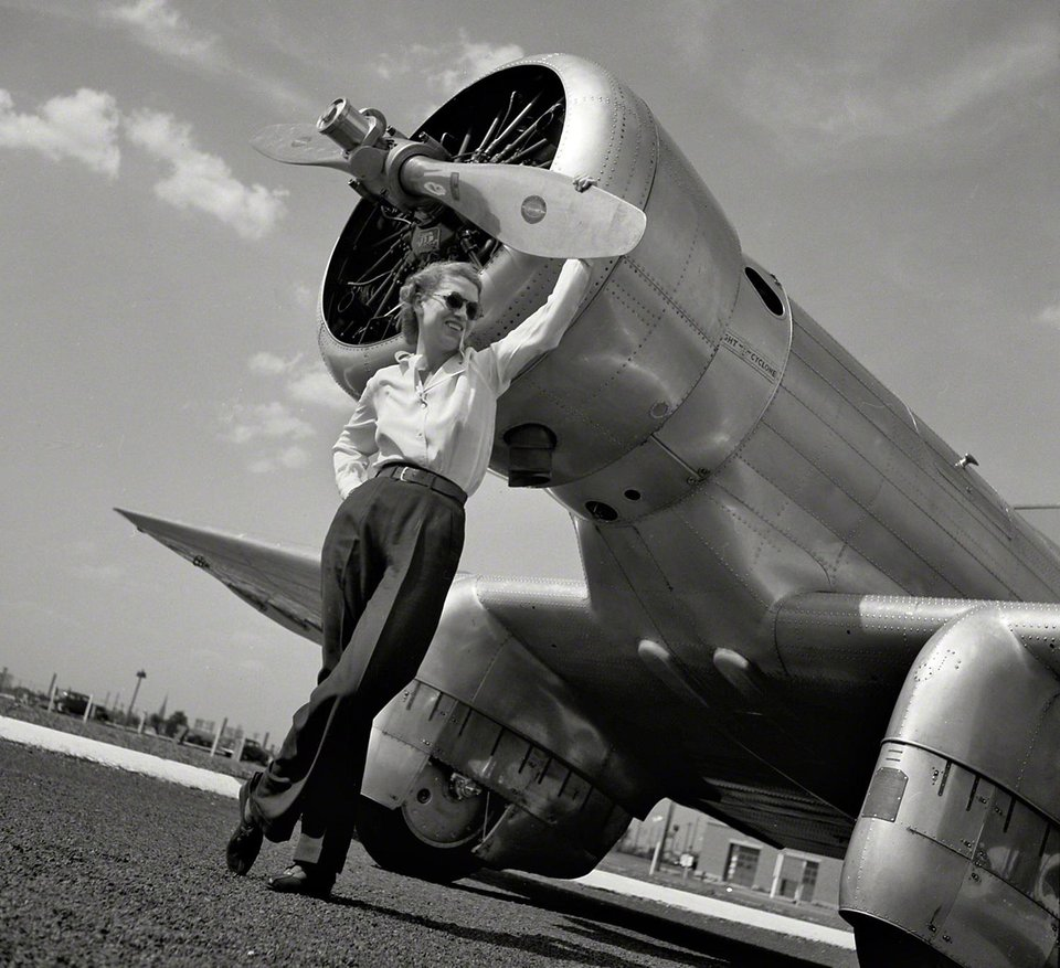 Howard Hughes sets world record in Jackie Cochran's Northrop Gamma 2G