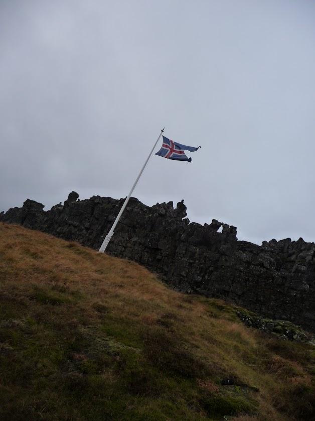 de ijslandje vlag in nationaal park pingvellir