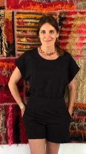 Florencia Antonietta usando un collar de su tienda - made in argentina - Lado|B|erlin
