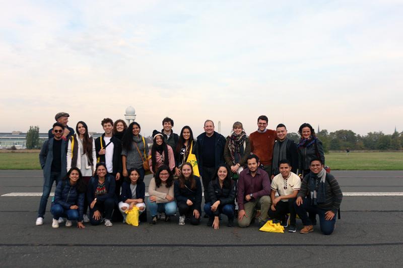 Grupo de participantes del intercambio Conexión Humboldt en Berlín.