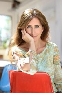Luján Cambariere es periodista y autora de libros esenciales sobre el diseño y artesanía.