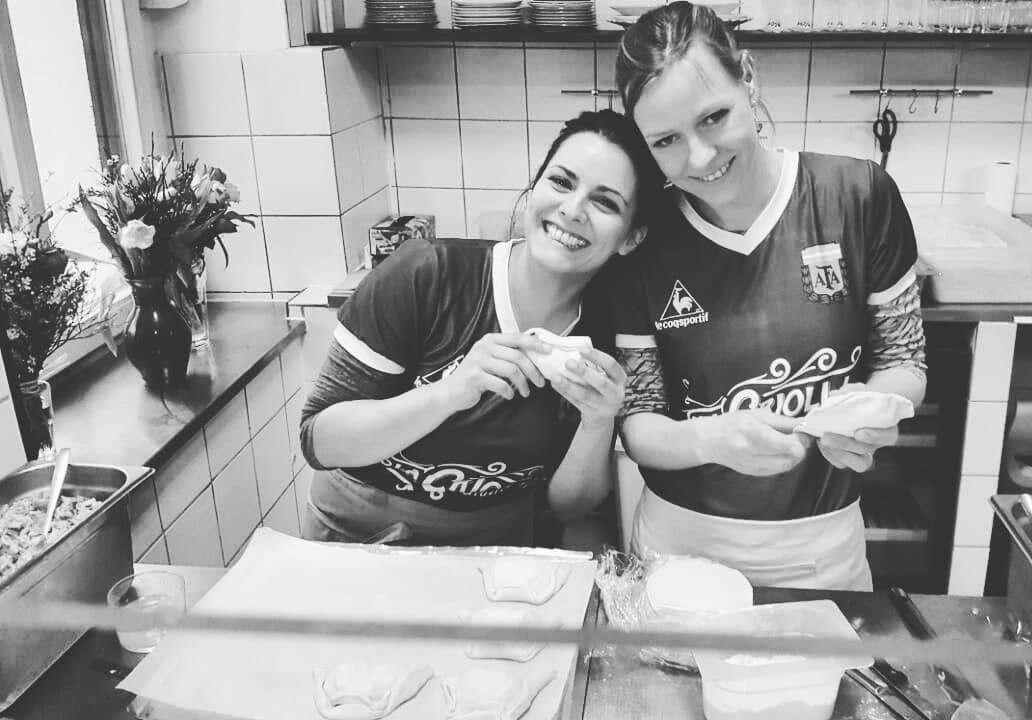 Anja Dollan y Gabriela Gasloli Otegui dueñas de la casa de empanadas argentinas La Criolla - Lado|B|erlin.