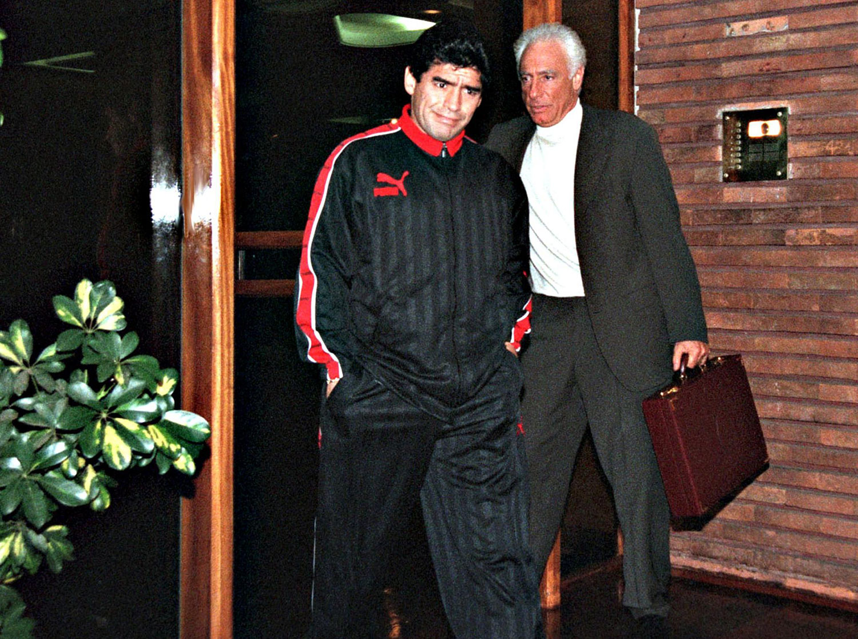 Maradona a comienzos de septiembre de 1997 luego de que diera positivo por cocaína tras el partido contra Argentino Jrs. el 24 de agosto de 1997. ©CLARIN/AFP via Getty Images.