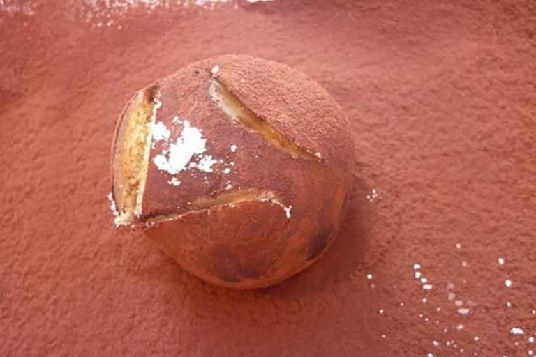 pallina di marzapane e crema al cioccolato