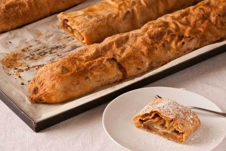 torte e dolci tradizionali austriaci - strudel di mele originale con mele bio dinamiche e cannella biologica