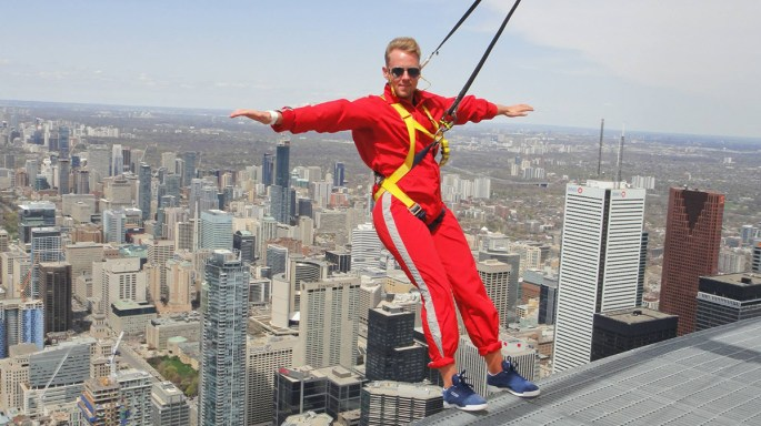 edge-walk Toronto CN Tower
