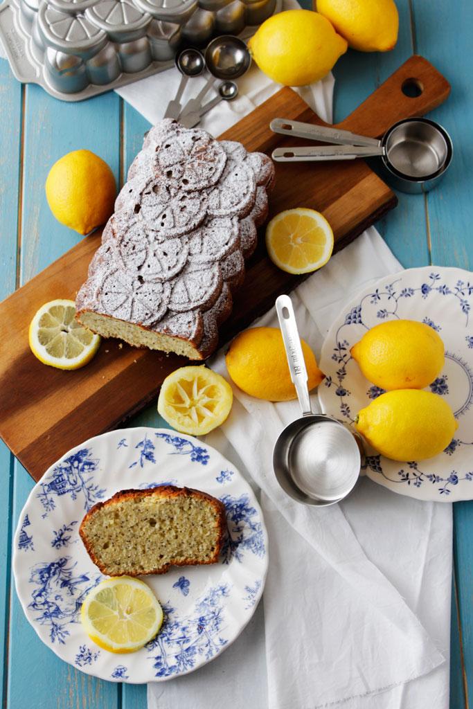 Bizcocho de ricotta, limón y semillas de amapola