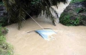 Vehicle Plunges Into River In Bauchi