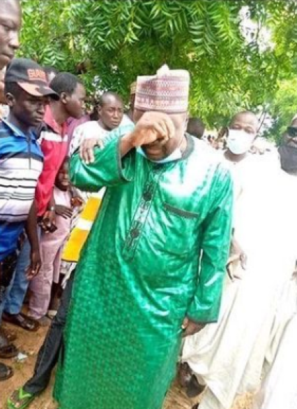 Lawmaker breaks down in tears after seeing thousands of his constituents living in IDP camps in Niger Republic