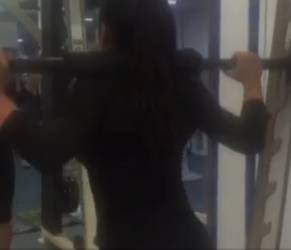 Esercizi per glutei: affondi e squat da Miss bikini VIDEO