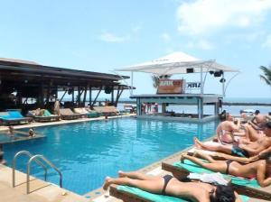 Ark Bar Beach Resort swimming pool
