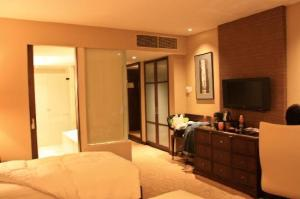Grand-Millennium-Sukhumvit-our-room