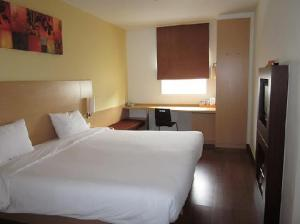 Ibis Pattaya bed
