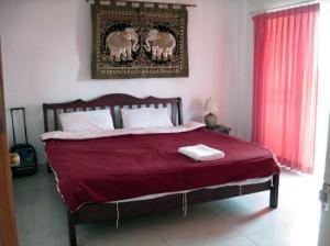 Jomtien Hostel Hotel deluxe room