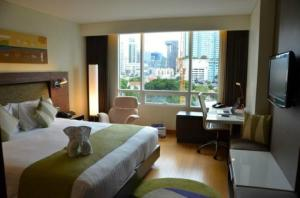 Park Plaza Sukhumvit Bangkok bedroom view