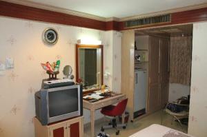 Parkway Inn room