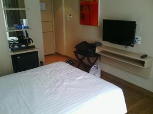 Petals Inn bed corner