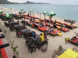 Rich Resort Beachside Hotel just in front of lamai beach