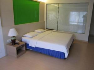 Royal Ivory Bangkok bed corner deluxe king