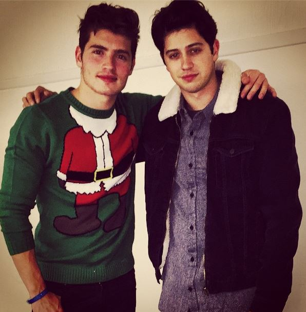 Gregg Sulkin, Christmas Sweater, Faking It Actor