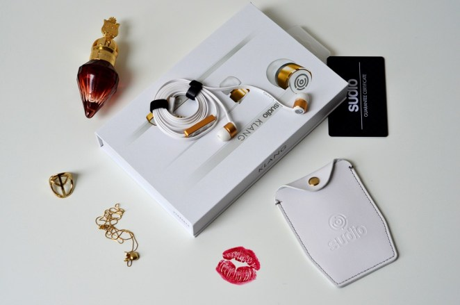 Chic Elegant and Perfect Sound Sudio Klang White Earphones Review, Lady Goldapple