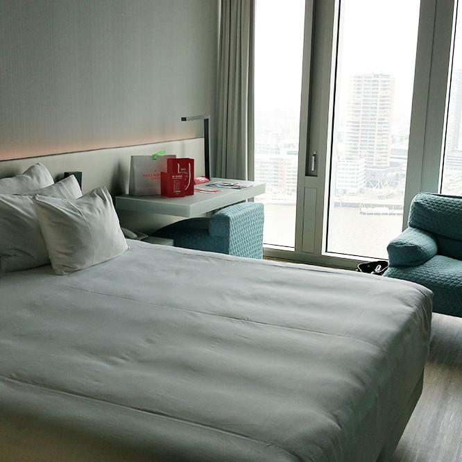 Beautiful views | Ellis Faas Makeup | Delicious breakfast on Bed
