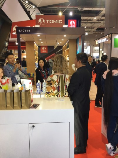 CIIE trade market in China, karaoke en dumplings.