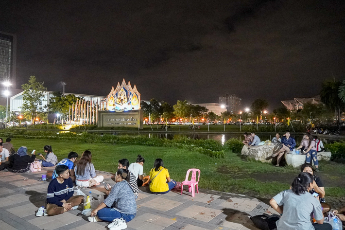 RAMKHAMHAENG UNIVERISTY NIGHT MARKET OPEN AIR GRASS AREA