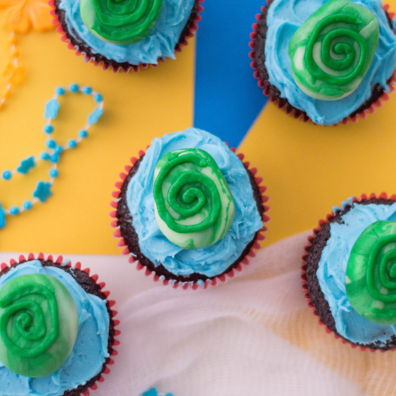 Super Easy Moana Inspired Cupcakes