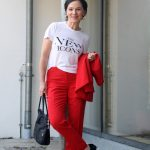 Lässig-schick - Roter Hosenanzug mit T-Shirt