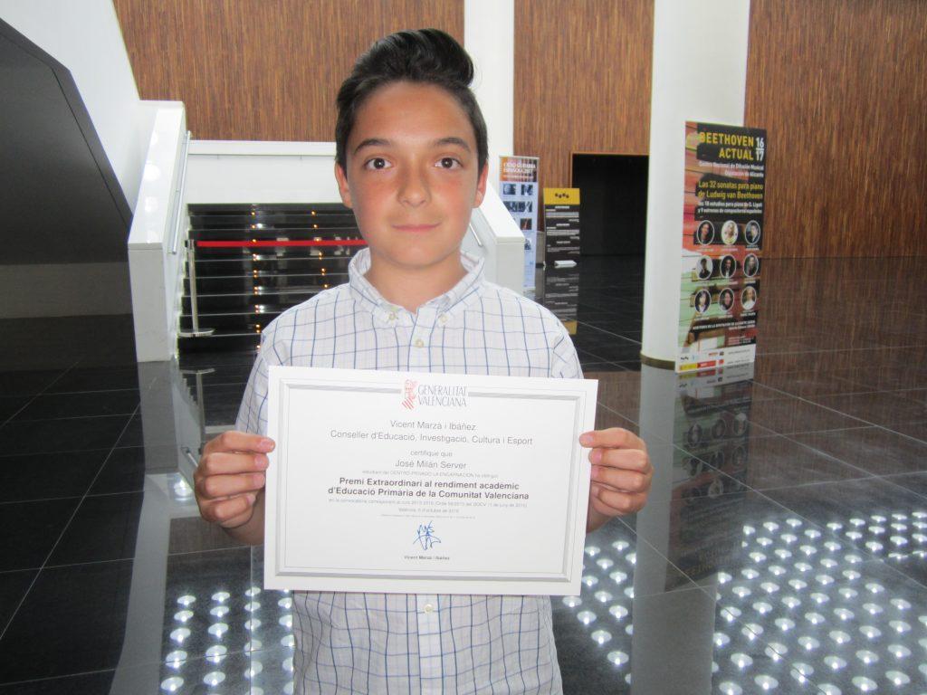 El alumno José Milán Server del CC Apa La Encarnación reconocido como alumno extraordinario