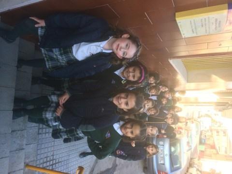 Los niños/as de Tercero de Primaria realizamos el primer encuentro en la Biblioteca Municipal.