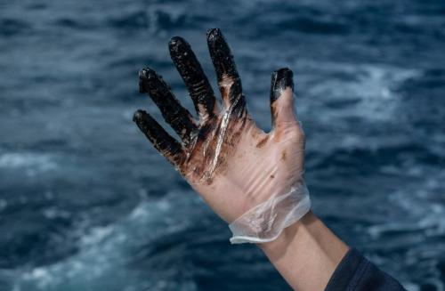 Greenpeace denuncia la contaminación del Oleg Naydenov