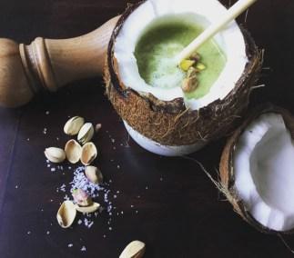 Crème de brocolis au lait de coco