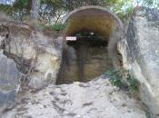 Cueva sellada con escombros