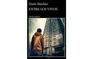 """Ginés Sánchez recibe excelentes críticas con su nueva novela """"Entre los vivos"""", recientemente publicada"""