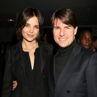 Al Divorciarse de Tom Cruise, Katie Holmes Abandona la Cienciología y regresa al Catolicismo