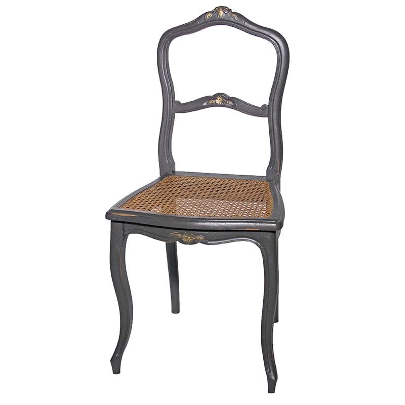 Chaises gris cendré relookée par La Fée Caséine