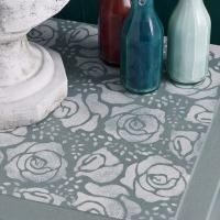 meuble relooké avec le pochoir bouquet de roses d'Annie Sloan