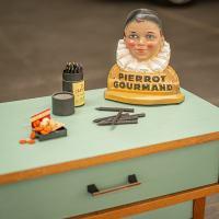 relooking d'une table de chevet année 50. Pièce unique de La Fée Caséine peinte avec la Chalk Paint Annie Sloan