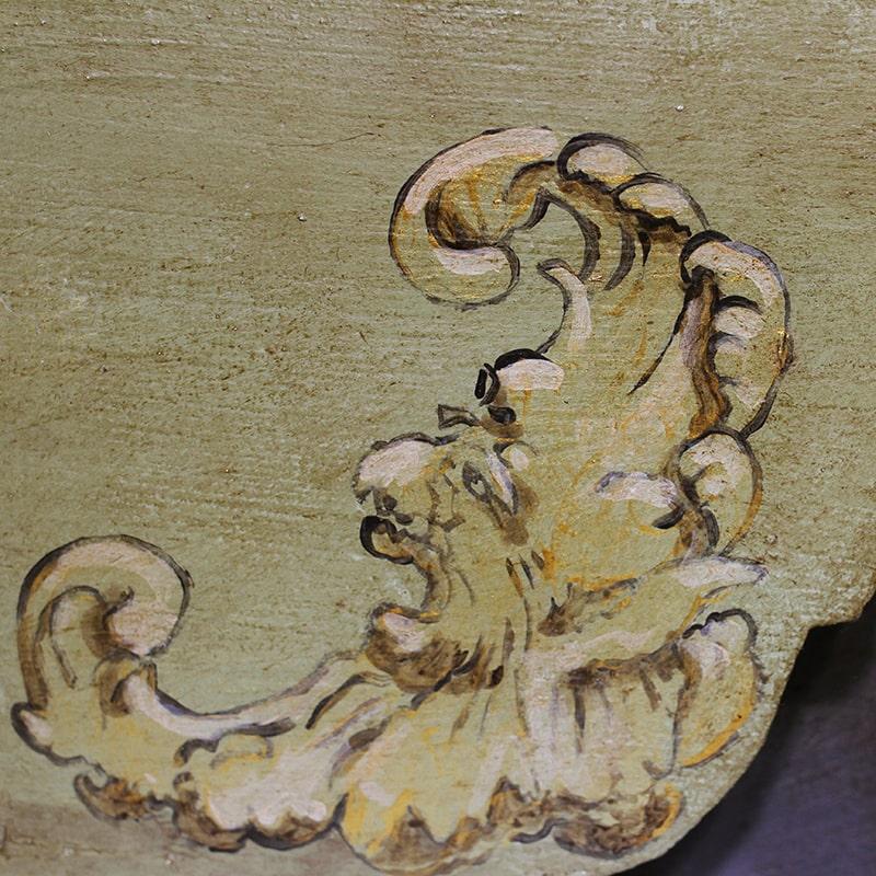 détail peint du théâtre de marionnette entièrement peint et patiné à la main par La Fée Caséine