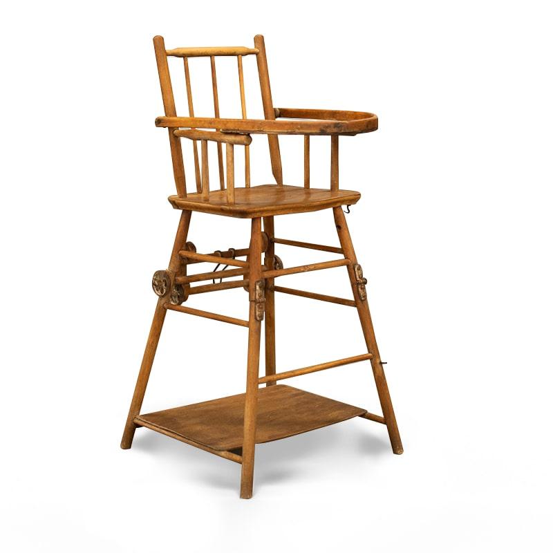 chaise haute relookée par La Fée Caséine avec la peinture décoration Chalk Paint d'Annie Sloan