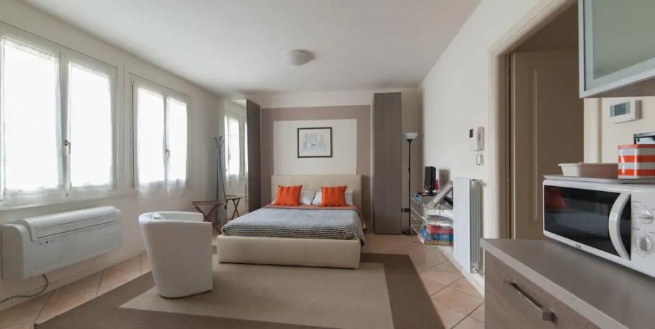 Studio apartment – Bed & Breakfast Brescia La Fenice