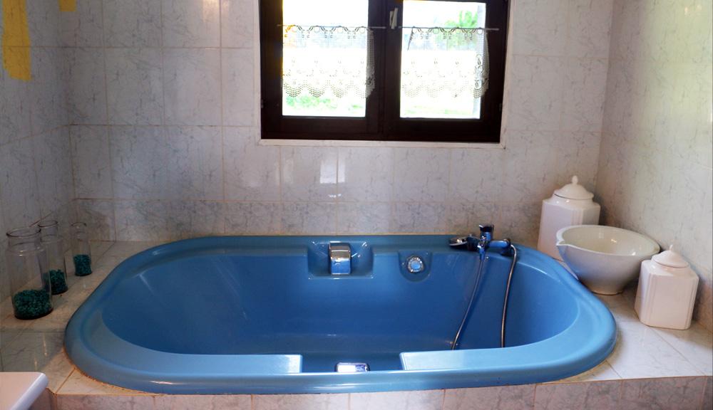 baignoire bleue