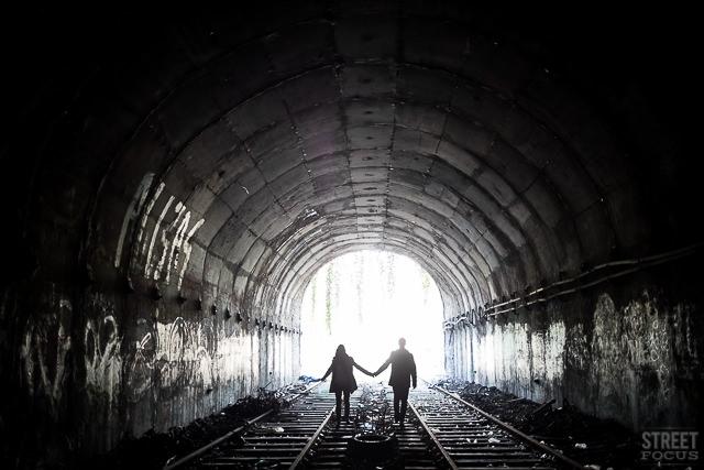 Seance couple gare train petite ceinture Paris - Photographe Streetfocus - La Fiancee du Panda Blog mariage