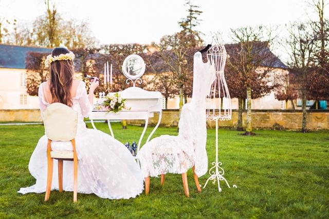 location mobilier deco vintage French Antique Wedding coiffeuse rental - La Fiancee du Panda Blog Mariage