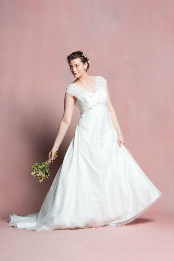 navabi dit oui des robes de mari e pour les femmes rondes On robes de mariée disent oui à la robe