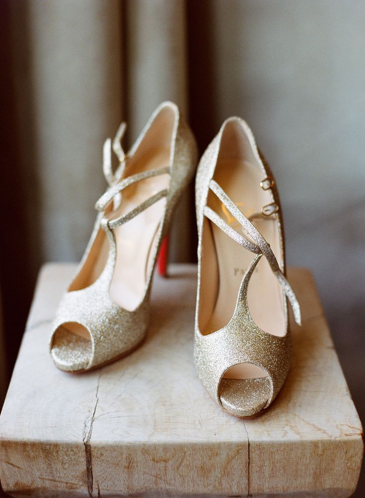 be9cdb0e056 Chaussures dorees mariage l Sandales Louboutin l La Fiancee du Panda blog  mariage